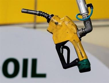 FILE PHOTO: A gas pump at a petrol station in Seoul June 27, 2011. REUTERS/Jo Yong-Hak/File Photo