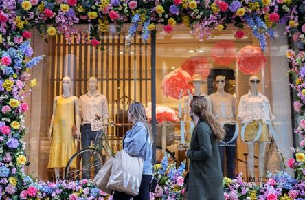 FILE PHOTO: Shoppers pass a spring window display at a Banana Republic store in the Manhattan borough of New York City, New York, U.S., March 30, 2021. REUTERS/Caitlin Ochs