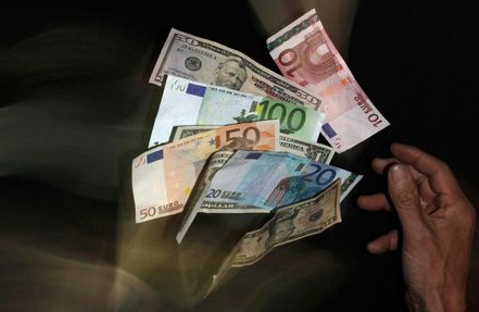Euro and U.S. dollar banknotes are seen in this picture illustration taken in Prague January 23, 2013. The euro hit an 11-month high and shares rose January 25, 2013 on signs the region's financial system was returning to health and the outlook for Germany, the currency bloc's biggest economy, brightened. Sentiment was lifted when the European Central Bank said 278 banks in the region would repay a total of 137 billion euros in emergency three-year loans provided just over year ago to avoid a major credit crunch as the debt crisis worsened. Picture taken January 23. REUTERS/David W Cerny (CZECH REPUBLIC - Tags: BUSINESS)