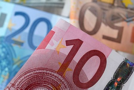 A picture illustration of euro banknotes, April 25, 2014. REUTERS/Dado Ruvic/File Photo