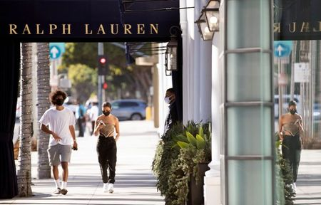 A security guard stands outside the Ralph Lauren store during the outbreak of the coronavirus disease (COVID-19), in Beverly Hills, California, U.S., July 30, 2020. REUTERS/Mario Anzuoni